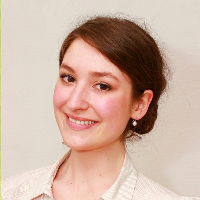 Das Bild zeigt Katarina Tominac. Diplom Psychologin, Kinder- und Jugendpsychotherapeutin i.A. in der Praxis für Familiengesundheit in Essen.